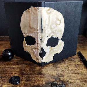 carnet memento mori ouvert on voit la tête de mort deuxième vue