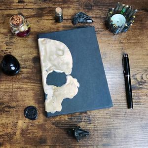 carnet à couverture noire tete de mort