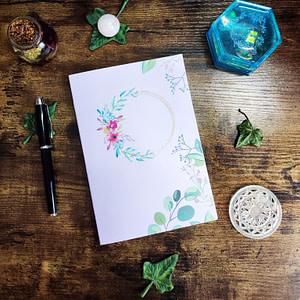 carnet personnalisable couronne de fleurs fond rose